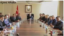 Başbakan Yardımcısı Akdoğan,DATÜB Başkanı ve beraberindeki heyetle  bir araya geldi